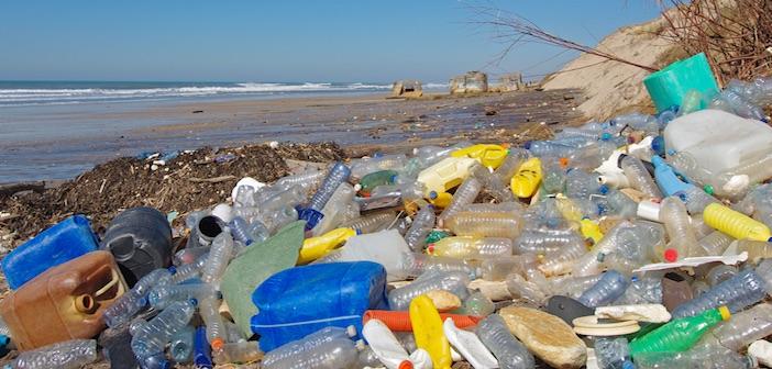 Indagine Legambiente: spiagge italiane sommerse dai rifiuti